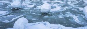 Водитель разбил две иномарки и скрылся по льду во Владивостоке