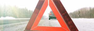 Трое человек погибли в Кузбассе из-за столкновения авто с рекламным щитом