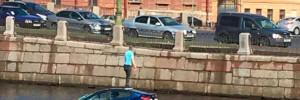 В Петербурге в реку Фонтанку упал автомобиль